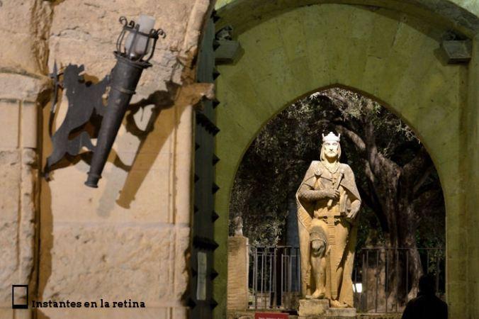 Alfonso X a la puerta del Alcázar
