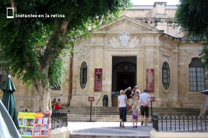 Lateral izquierdo de la Concatedral y acceso a la visita