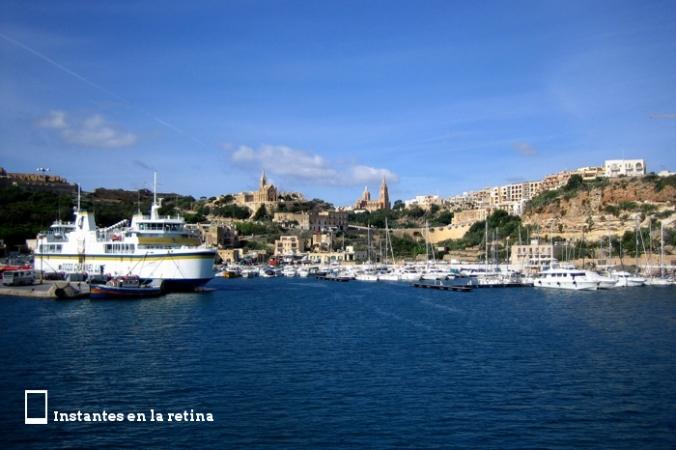 IMG_2729 atracando en el puerto de Mgarr Iglesias Lourdes y Loreto resize