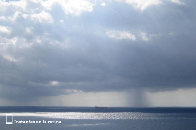 Vista de Filfla desde el Templo Megalítico de Mnajdra. ¿Ves la tormenta?