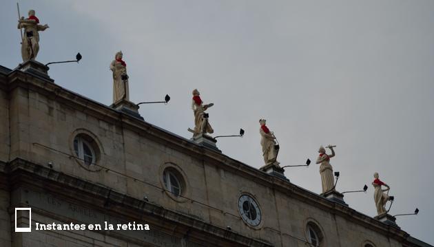 DSC_3269 estatuas ayuntamiento bayonne